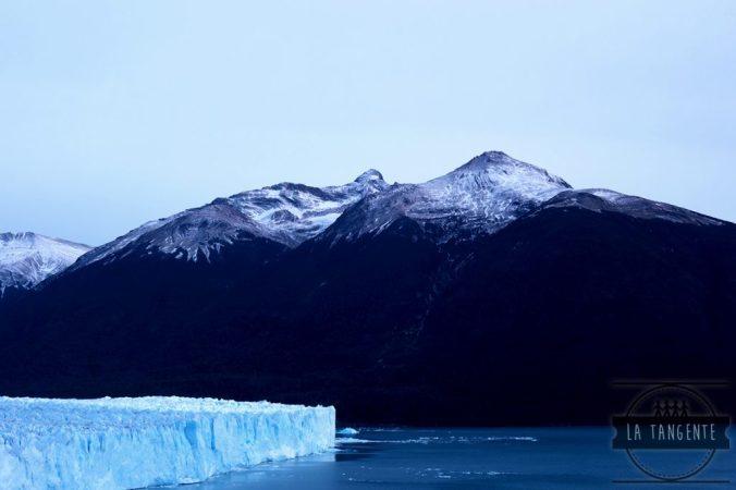 Perito Moreno devant les montagnes