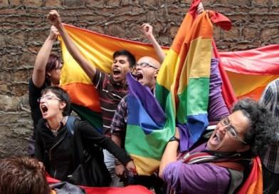 Pidamos perdón….¡somos heterosexuales! Por Gabriela Caponetto