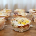 Breakfast Kale Egg Cups - make this easy breakfast that comes as a complete package with high protein, healthy fats, and nutrient dense greens. These are great for special brunch, healthy snack and are freezer friendly.