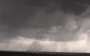 tornado forms