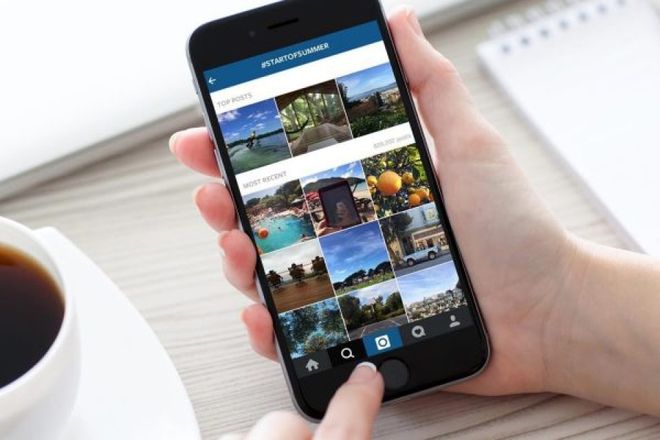 how to stay safe while traveling with social media
