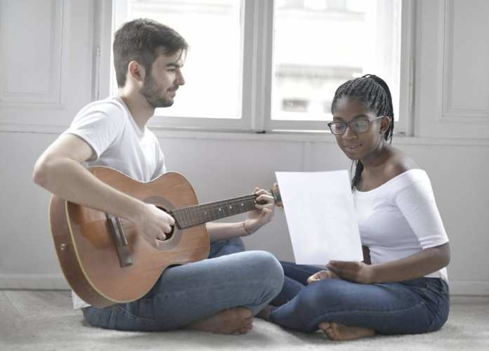 couple-playing-music-in-living-room-3978313