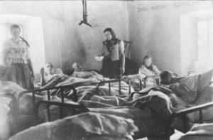 Partizanska_bolnica_u_selu_Trnavcu_1941