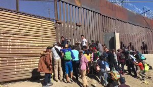 "A mob of ""peaceful migrants"" chanting ""Yes We Can,"" try to break border wall"