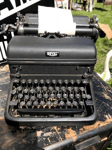 Royal Typewriter — Zeel Peddlers Market