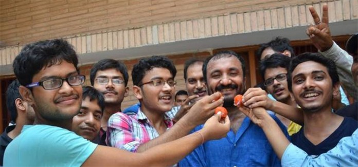 18 students of Super 30 crack JEE Advanced for IIT admissions