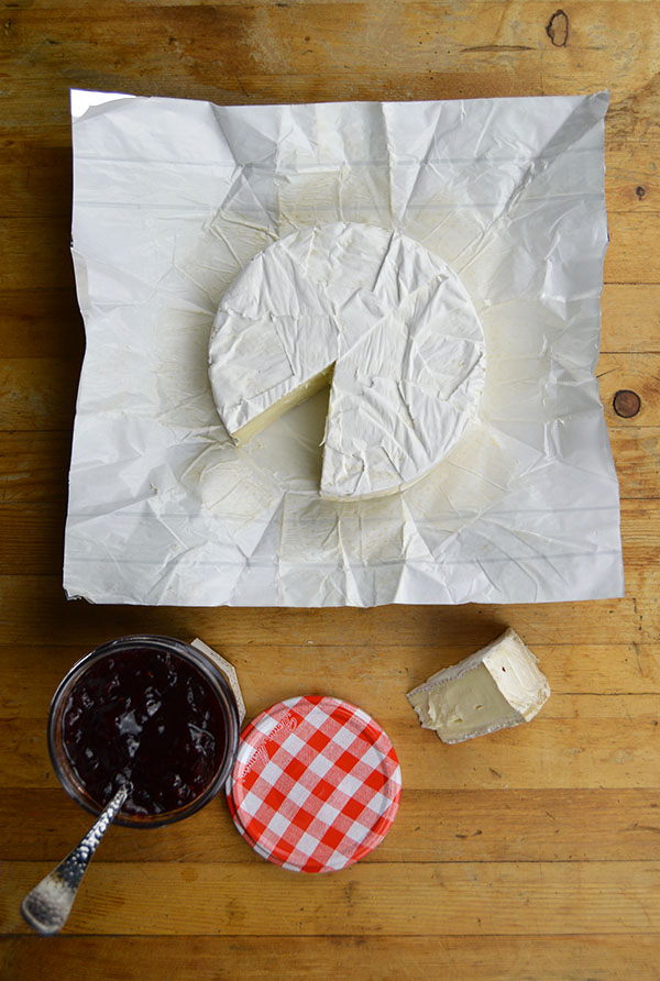 brie cheese wheel jam
