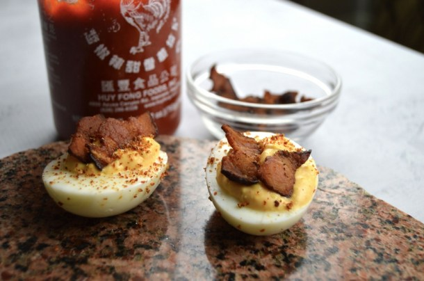 deviled eggs sriracha filling bacon