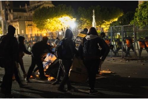 Feministas radicales atacaron Catedral en La Plata, Argentina