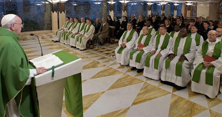 El Papa afirma que el cristiano debe decidir entre acudir al Señor o cerrarse en sus cosas