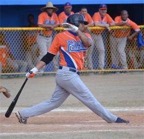 Jensen Fonseca (Fajardo) pegó cuatro imparables en el triunfo cariduro del sábado. (Foto / Suministrada por Héctor Titito Rosa Figueroa - Federación de Béisbol).