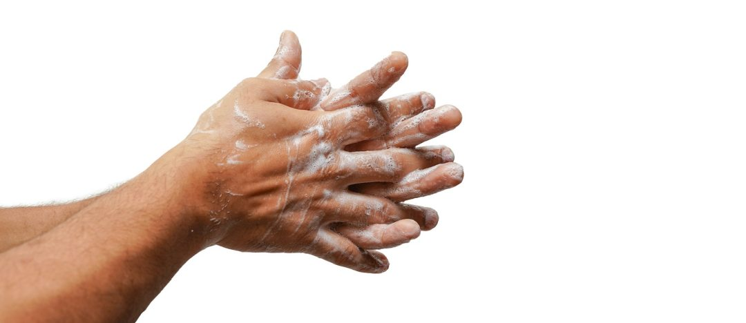 Influir con imágenes. Foto de manos con jabón.