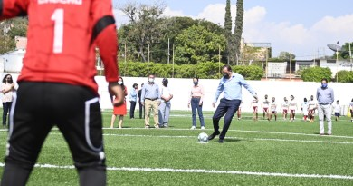 Inaugura Cuauhtémoc Blanco campo deportivo en la Tres de Mayo