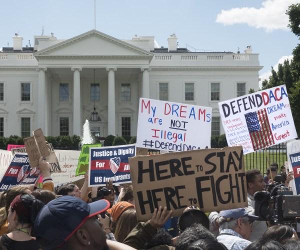 La Corte Suprema mantiene a DACA, por ahora