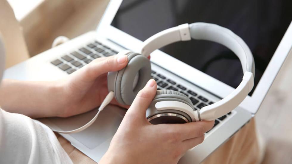 using headphones for an online interview