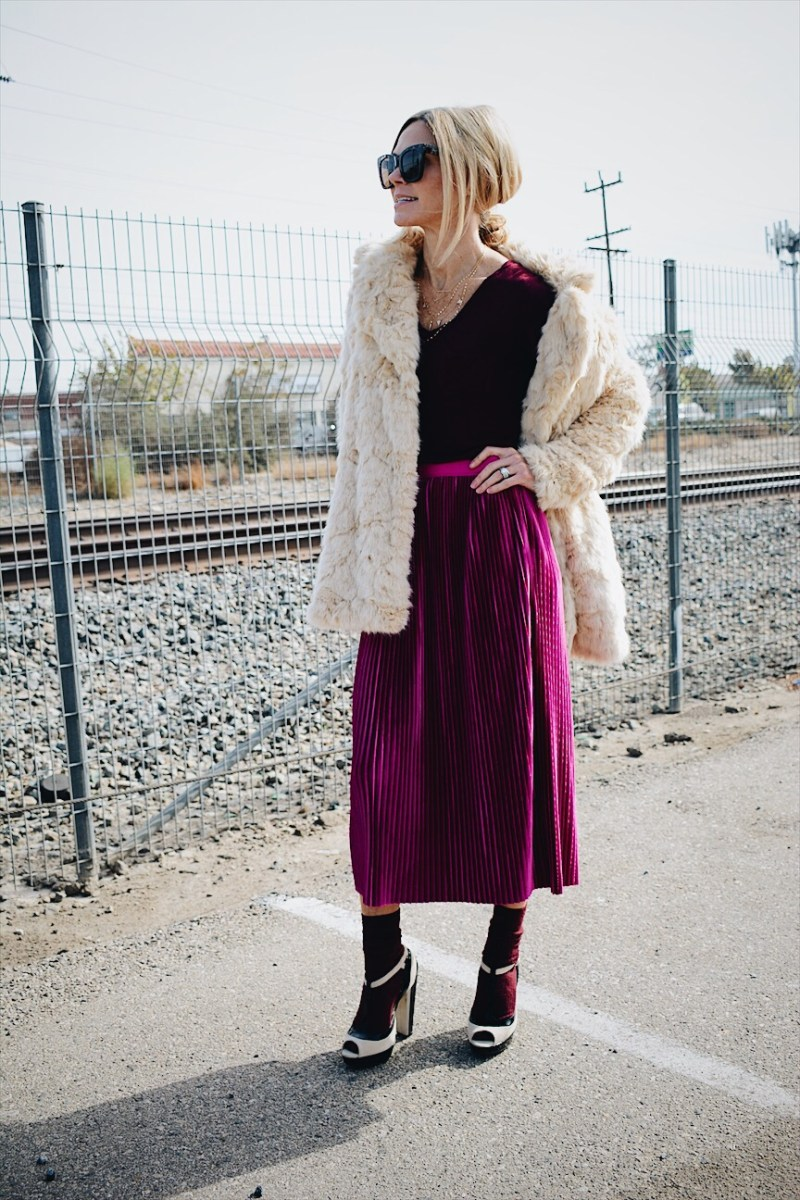 Pink and Burgundy: Pink Pleated Skirt + Burgundy Tee + Blonde Faux Fur Outfit