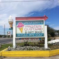 On your roadside adventures, keep your eyes open for classic Americana signage like this frozen custard and mini golf sign in Buxton, NC. Happy summer travels! #presinpink