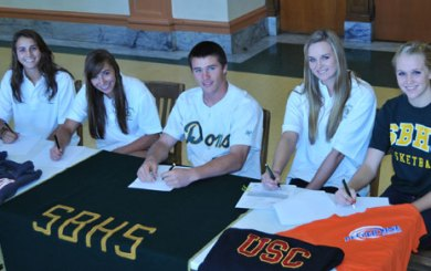 Six Dons officially commit in fall signing period