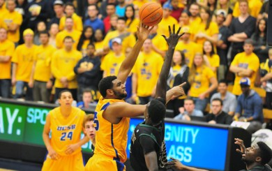 Williams sets career rebound record in UCSB rout of Seattle