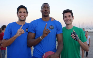 Dwight Howard makes kickball cameo