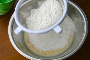 Sift-flour-bunuelos