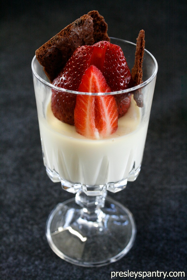 panna-cotta-strawberries-brownie