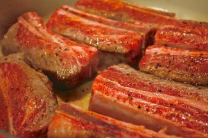 short-ribs-frying