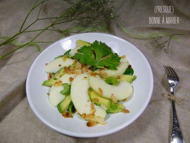 Salade toute verte mâche, céleri branche, avocat et pomme Granny