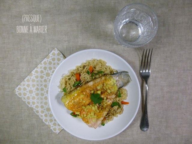 Pavé de saumon épicé en papillotte et nouilles chinoises