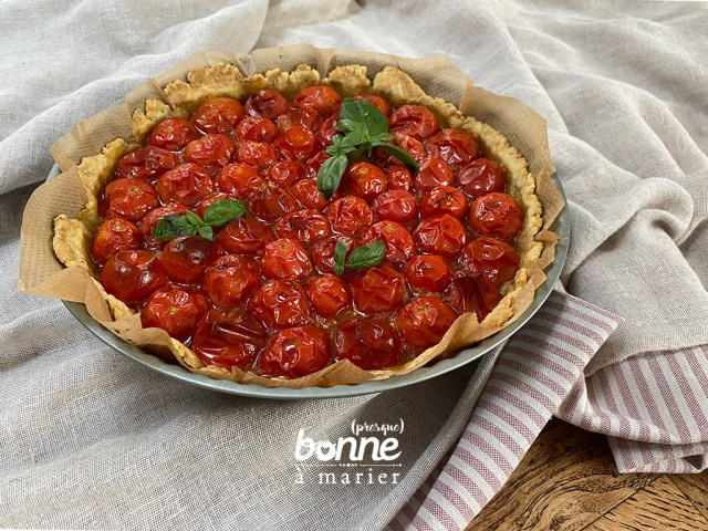 Tarte aux tomates cerises, caramel balsamique, pâte sablée au parmesan et aux herbes de Provence