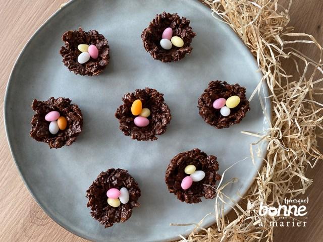 Petits nids de Pâques en roses des sables
