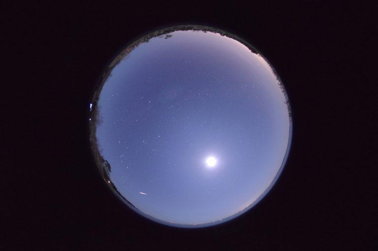 meteoro brilhante do chuveiro Phoenicids