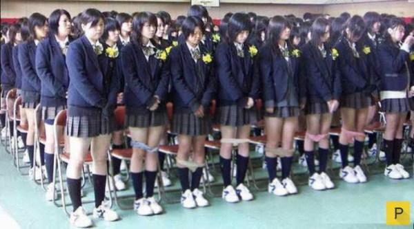 Необычный бизнес японских школьниц на трусиках (2 фото)