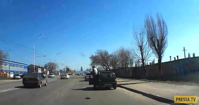 """Когда """"гонщик"""" не чувствует габариты... ДТП в Волгодонске"""
