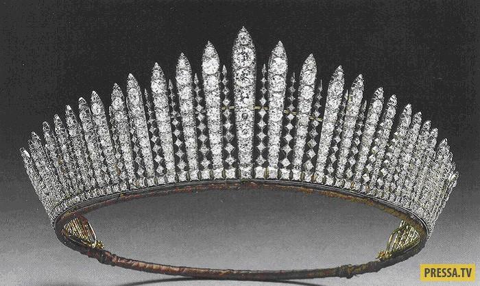 Kralice Ii Elizabeth In Favori Mucevherleri Ve Taclari Kalbe