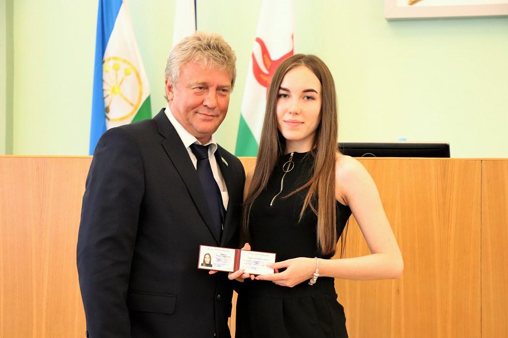 Депутаты утвердили кандидатуры двух новых представителей Молодежной общественной палаты Уфы