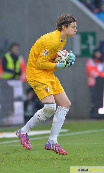 "20150221_fca_lev_0059 FCA-Torhüter Marwin Hitz schießt ""Tor des Monats"" Februar FC Augsburg News Sport ARD FC Augsburg Februar 2015 Marwin Hitz Tor des Monats  Presse Augsburg"