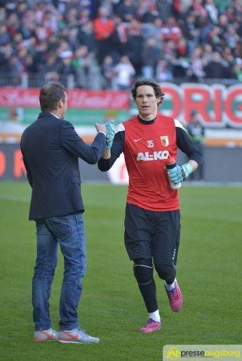 """fca_wolfsburg_0012 FCA-Torhüter Marwin Hitz schießt """"Tor des Monats"""" Februar FC Augsburg News Sport ARD FC Augsburg Februar 2015 Marwin Hitz Tor des Monats  Presse Augsburg"""