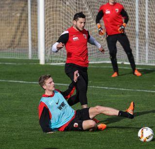Raul Bobadilla und Maik Uhde trainieren zur Zeit mit dem FCA in Spanien.   Foto: Klaus Rainer Krieger