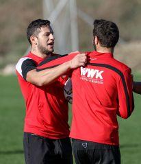 Raul Bobadilla (FC Augsburg #25) und Halil Altintop (FC Augsburg #7, re.), FC Augsburg, Trainingslager, Estepona, Saison 2015-2016, 12.01.2016