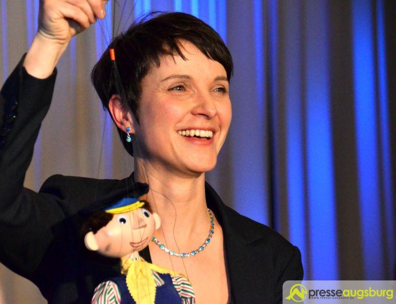 Frauke Petry soll die Partei wie Lukas der Lokomotivführer unter Volldampf weiterbringen, so Bayerbach.