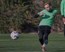 Felix Schwarzholz (FC Augsburg #41), Torschuss, FC Augsburg, Trainingslager Alicante 2019, La Finca Golf Resort, Trainingsgelände;