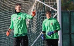 Andreas Luthe (Torwart FC Augsburg #1) mit Neuzugang Gregor Kobel (Torhüter FC Augsburg), FC Augsburg, Trainingslager Alicante 2019, La Finca Golf Resort, Trainingsgelände;