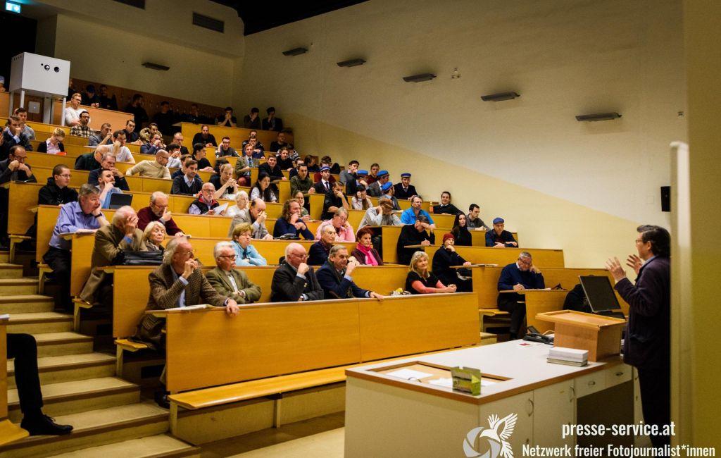 """""""Identitäre"""" und Burschenschafter in Vorlesung von Lothar Höbelt an der Universität Wien   (10.12.2019)"""