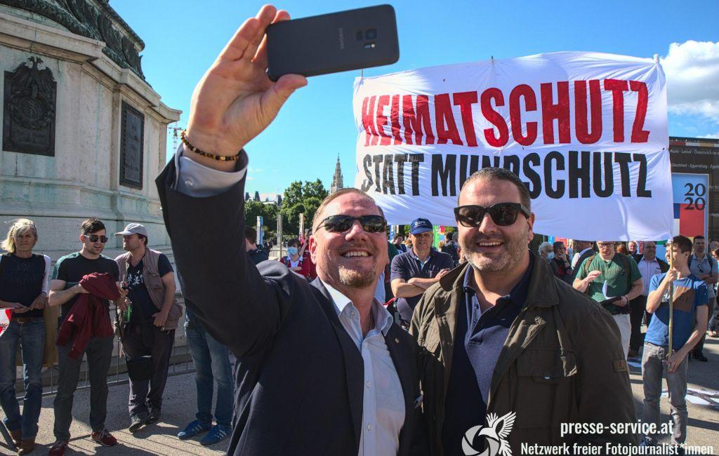 Wien: Gegenprotest und FPÖ-Kundgebung gegen Corona-Maßnahmen (20.05.2020)