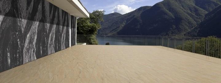 Flexible Sandstein-Bahnen oder Sandstein-Fliesen sind als Messeboden und Wandverkleidung für Messe und Events ein besonderes Highlight