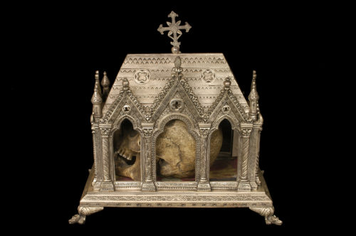 Châsse-reliquaire, France, XIXe siècle. Laiton, verre, textile © Mucem