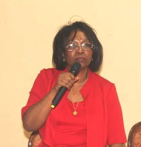 Edmonde Supplice Beauzile appelle les défenseurs de la démocratie haïtienne à se battre pour forcer Jovenel Moïse à respecter la constitution.