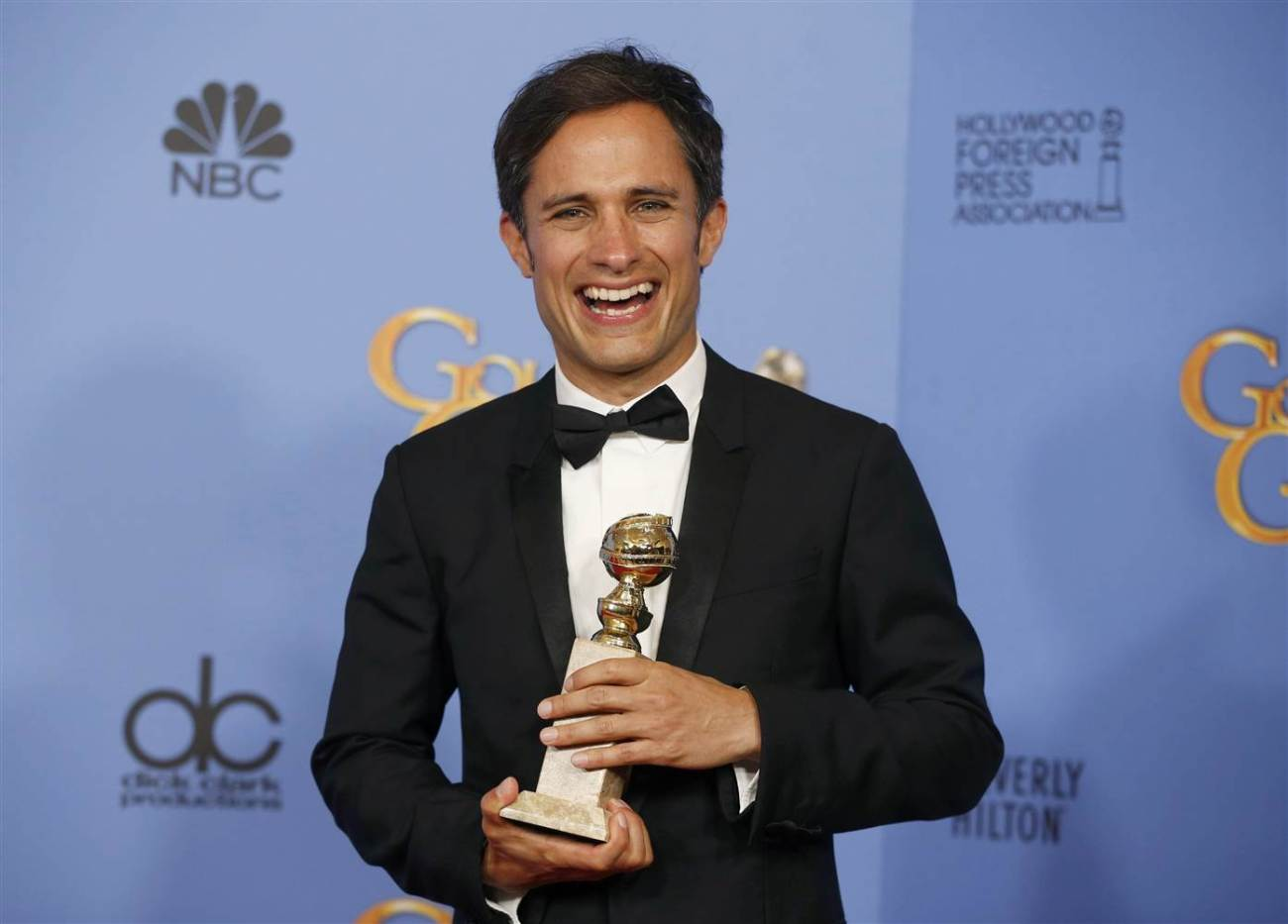 Mexican actor Gael Garcia Bernal wins a Golden Globe at the 2016 awards show.