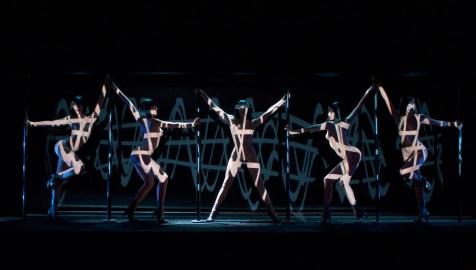 Feuer: Crazy Horse Paris (Doku). Regie: Christian Louboutin. 11.10.